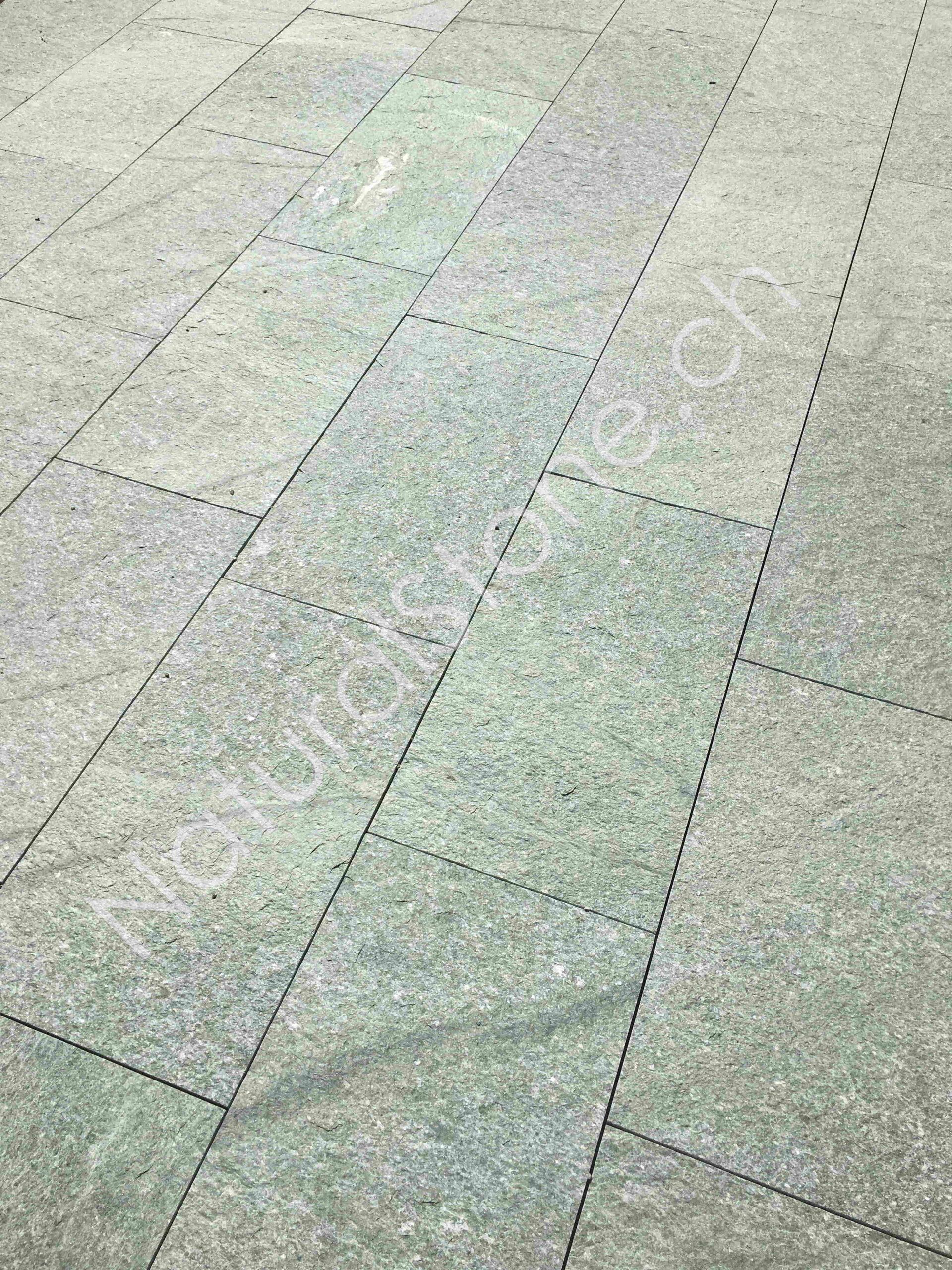 Bodenplatten andeer grünlich