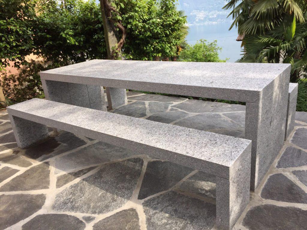Granittisch Purist für Ihre Grillparty im Garten. Auf Wunsch vor Ort fertig aufgestellt.
